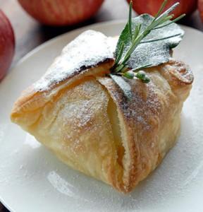 Яблоко в слоёном тесте