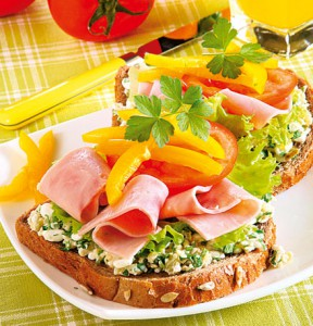 Бутерброды с ветчиной и творогом