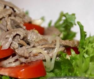 Салат из свежих овощей с мясом