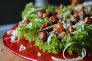 Салат из овощей с маринованными грибами
