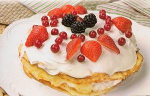 Блинно - творожный торт с ягодами