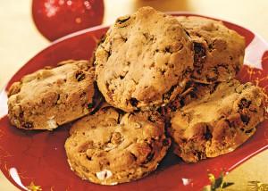 Песочное печенье с сухофруктами и шоколадом